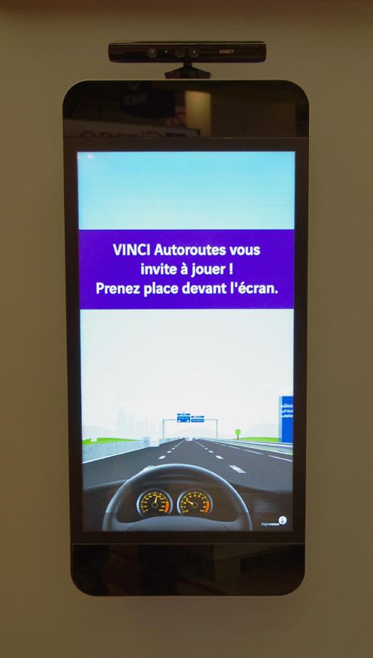 Kinect-ecran-tactile-multitouch-VINCI-autoroutes-mondial-automobile