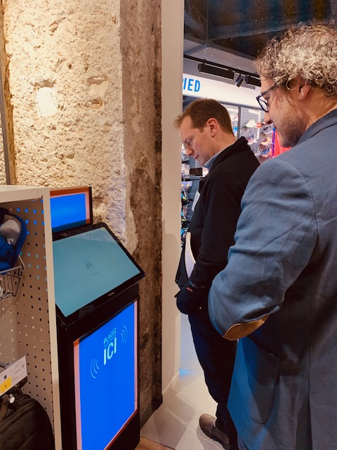 Decathlon, cabine connectée et commandes interactives