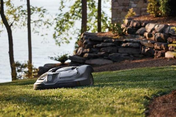 https://www.secteurvert.com/grand-public/jardin/motoculture/item/3657-husqvarna-produits-a-batterie-et-automower-des-solutions-respectueuses-de-la-nature-pour-des-jardins-et-des-espaces-verts-agreables.html